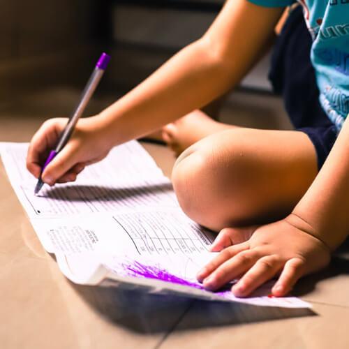 obiettivi strategici - immagine con bambino che scrive